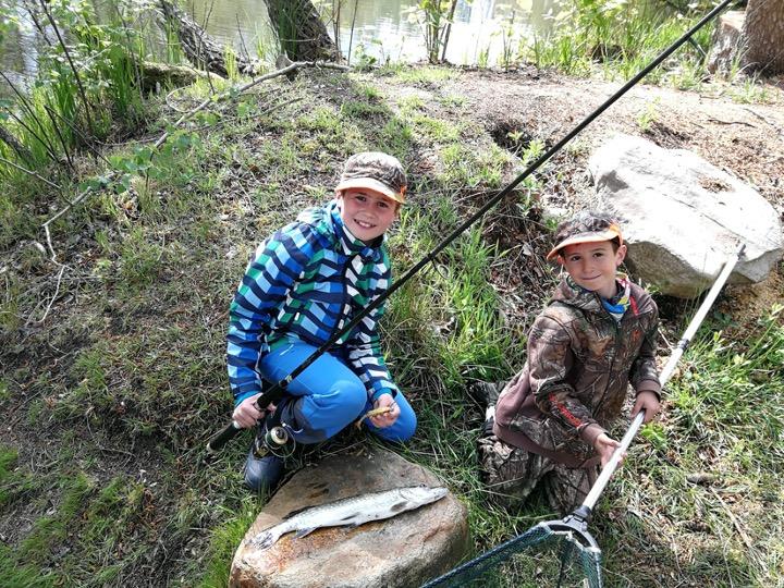 Freude pur! Eine Woche ist Hagen im Verein, sein erster Fisch (53cm) im Wellenbruchsee